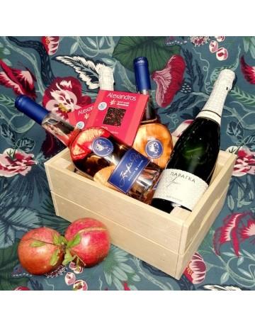 Σύνθεση δώρου 0244 | Ξύλινο κουτί με 2 φιάλες Jackie Rose, 1 φιάλη Παράγκα Sparkling, 2 σοκολάτες Alexandros Hand Made Chocolates (Παράδοση μόνο στην Θεσσαλονίκη)